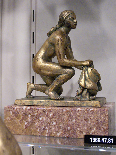 bronze sculpture of Susanna